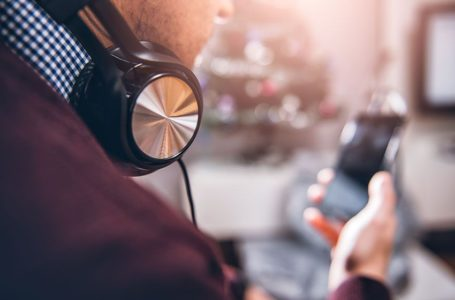 Earn Extra $12 per Hour Listening to Music Online